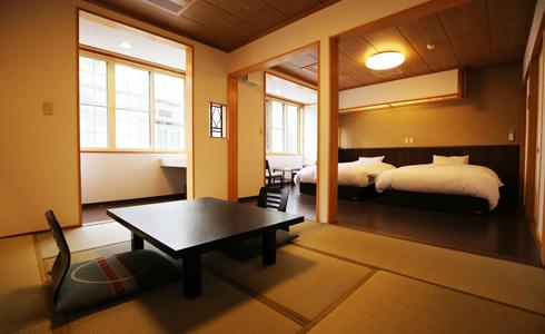 和洋室 セミダブルベッド2台+和室8畳